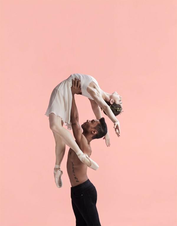 Exempelbild balett från Finlands Nationalopera och -balett. Skolopera Djurens planet i samarbete med Nipå, Nordens institut på Åland.