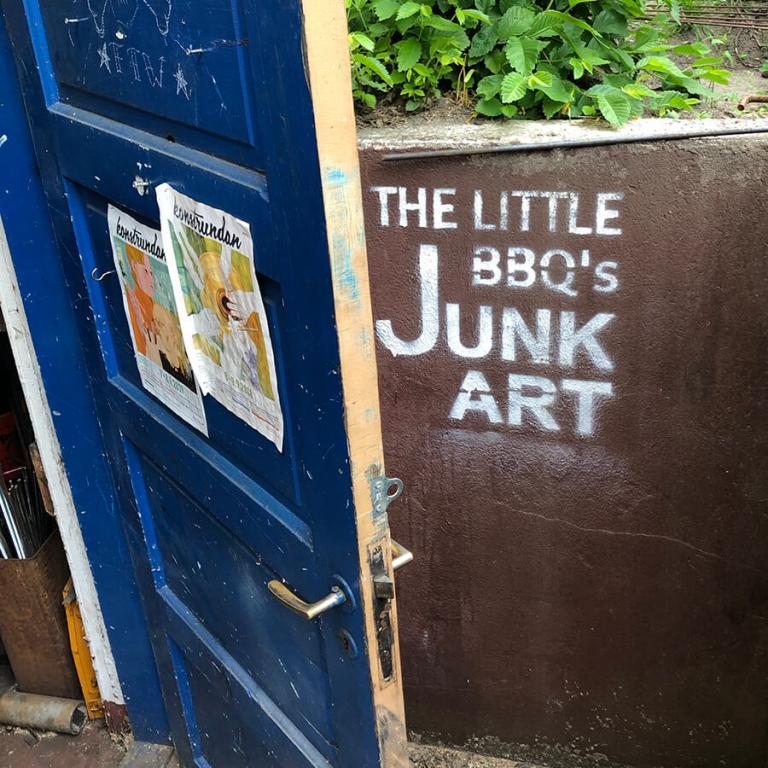 Dörren in till Johan Karlssons ateljé.