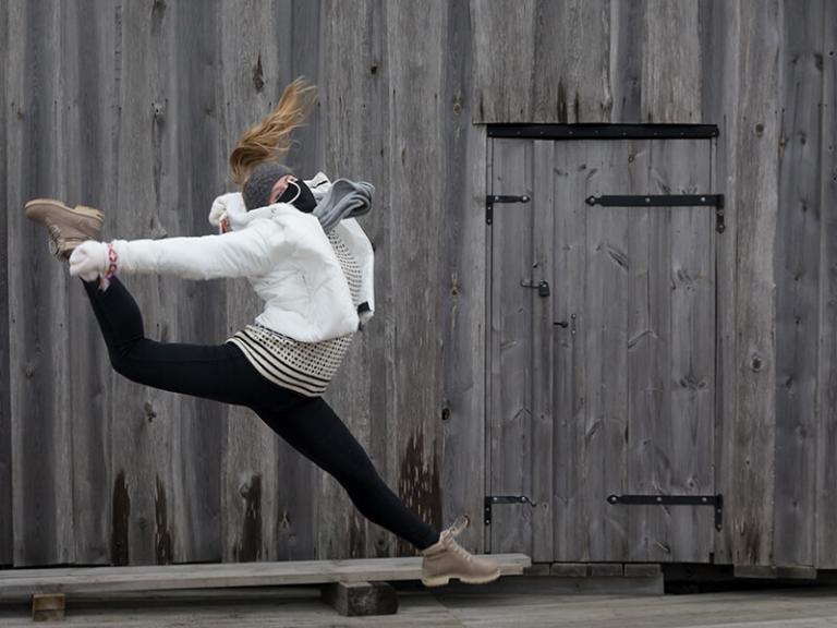 Dansare från DunderDans som hoppar. Foto: Tinca Björke