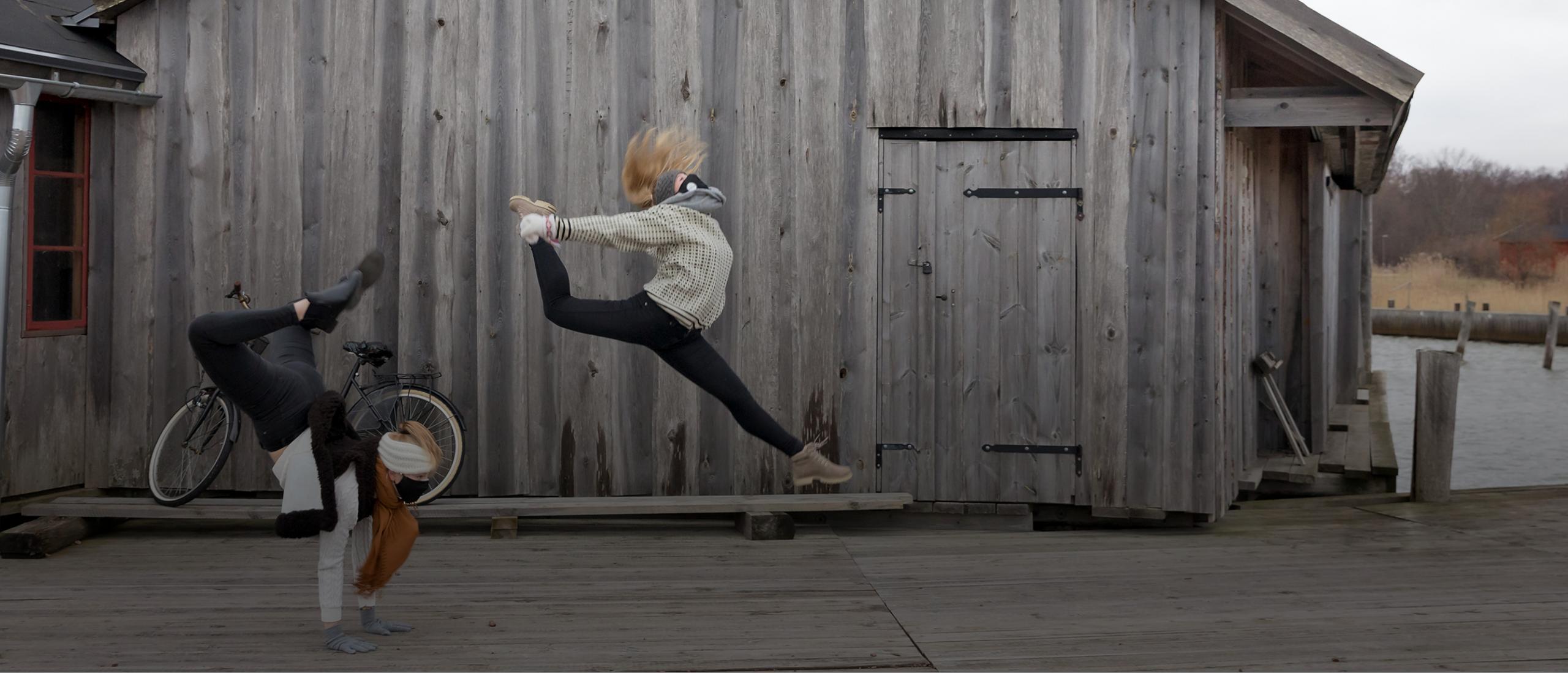 Åland dansar, ett projekt av Nordens institut på Åland. Bilden är från filminspelningen vid Sjökvarteret i Mariehamn. Foto: Tica